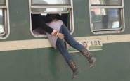 non si dice piacere - treno salire dal finestirno - corriere