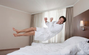 uomo-accappatoio-albergo-lusso souvenire gadget - non si dice piacere