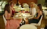 sedersi a tavola - gambe sotto tavolo - non si dice piacere