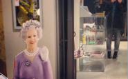 ciao ciao con la manina a the queen - non si dice piacere bon ton buone maniere - galateo