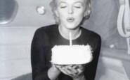 compleanno candelina marilyn torta hapy bithday - non si dice piacere bon ton buone maniere galateo