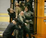Elio+e+le+Storie+Tese+tram- non-si-dice-piacere-blog-bon-ton-buone-maniere-galateo- mezzi-pubblici-tram-autobus-lunedì-mattina
