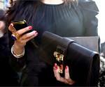 non-si-dice-piacere-blog-bon-ton-buone-maniere-galateo- autunno- telefono- come si usa- cellurare- telefonino- auguri compleanno- facebook-standard