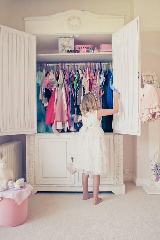 armadio- vestiti-moda-non-si-dice-piacere-bon ton
