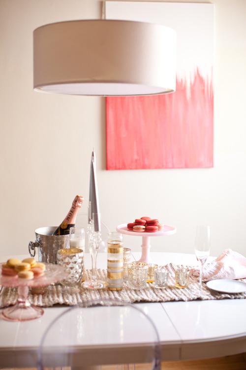 casa- tavola-bianco-rosa-non-si-dice-piacere-bon-ton