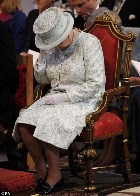 regina elisabbetta-non si dice piacere-bon ton- buone maniere