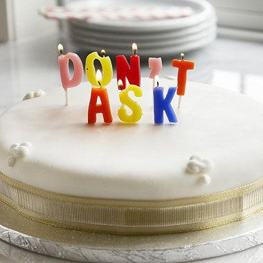 eta-non-chiedere-tempo-compleanno-torta-candeline-non-si-dice-piacere