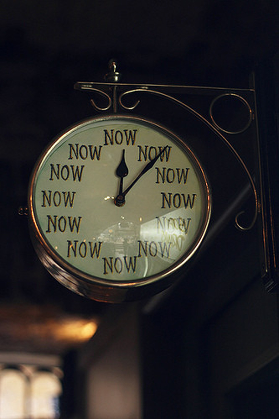 giornate-giornata infinita-tempo-orologio-attese-stress-non-si-dice-piacere-bon-ton-buone maniere.-orologio-now