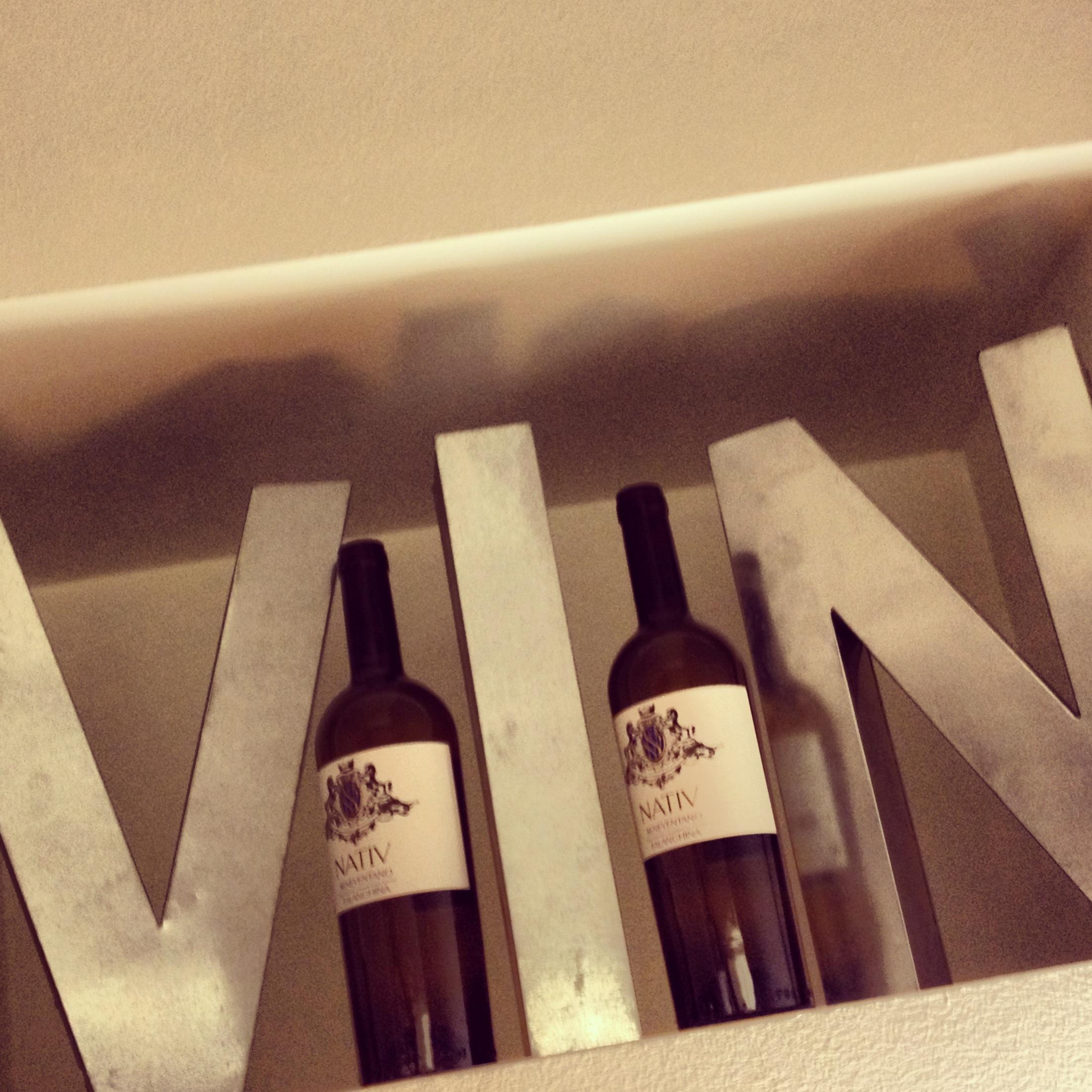 vino-vino -bottiglie in coppia- non-si-dice-piacere-bon-ton-galateo