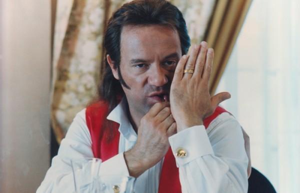 Ivano-Viaggi-di-Nozze-Carlo-Verdone-maleducazione-cafone- stuzzicadente in bocca- non si dice piacere- bon ton buone maniere