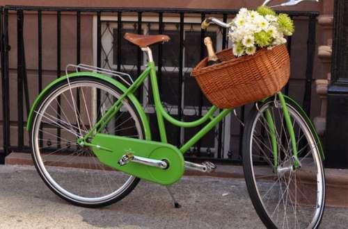aperitivo dopo ufficio-bici-champagne-primavera-aprile-galateo- buon maniere
