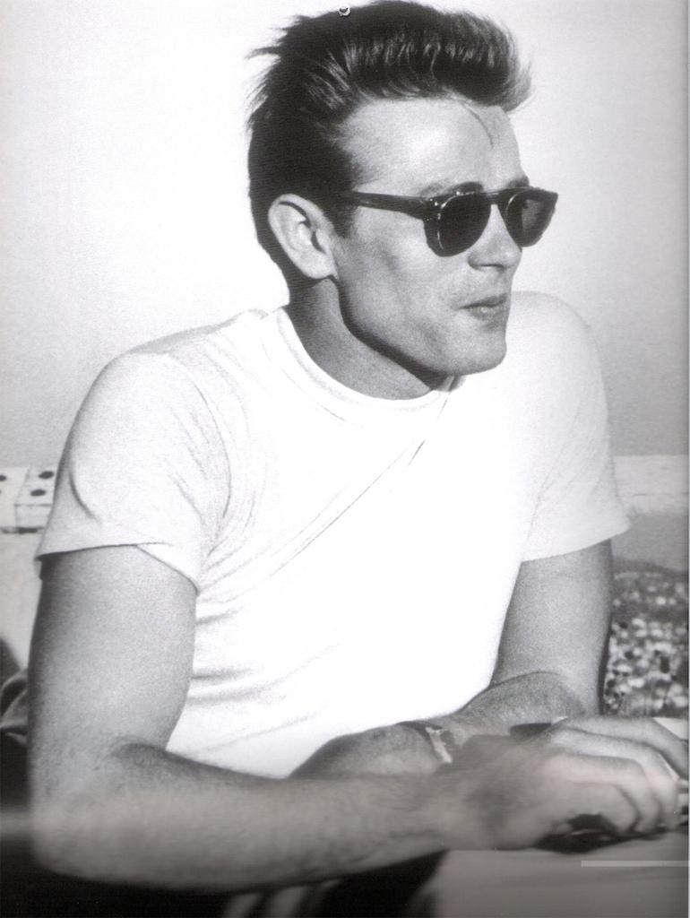 dean- james-t shirt bianca-intrambontabile-moda-non-si-dice-piacere-bon ton