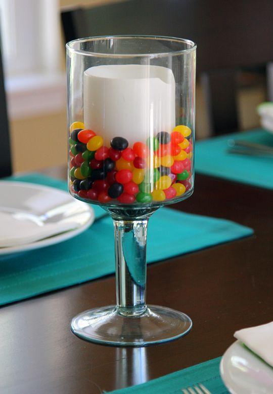 dettaglio tavola psqua-fiori-uova-cioccolato-non si dice piacere-buone maniere-caramelle