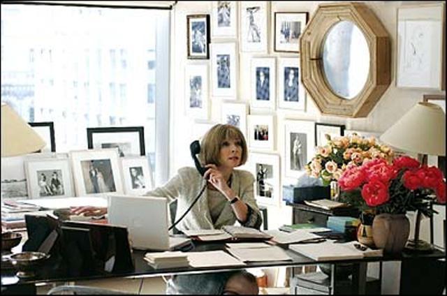 anna-wintour-ufficio-telefono-bon-ton-buone-maniere-non-si-dice-piacere