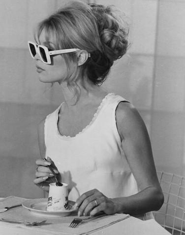 brigitte bardot caffè cucchiaino- buona maniere-bon ton- etichetta- non si dice picaere