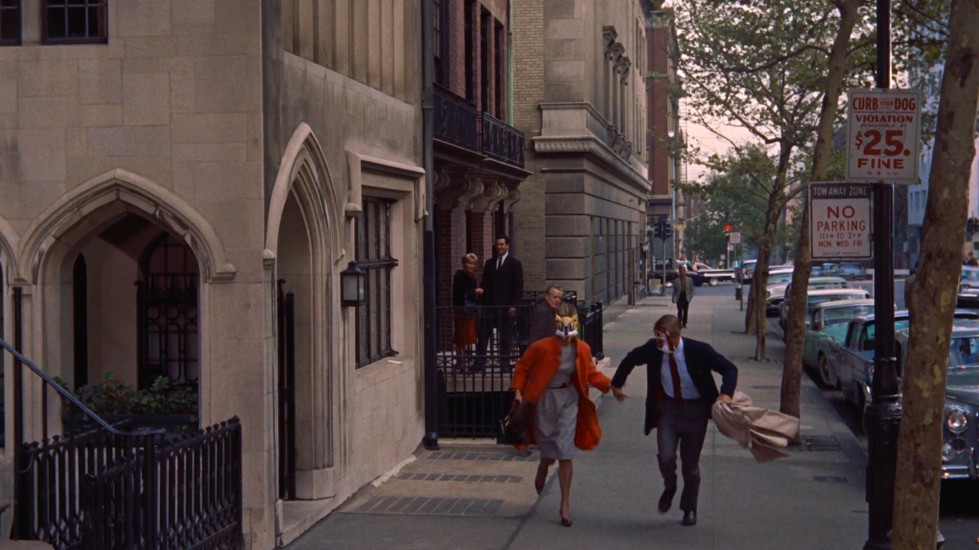 camminare - correre- pensare- riflettere- non si dice piacere-bon ton buone maniere - colazione da ttiffany