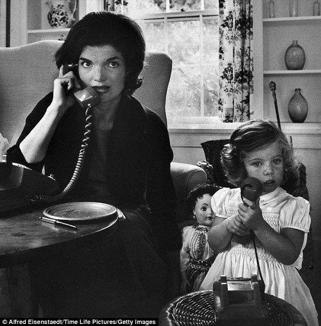 jackie kennedy-telefono albuone maniere-non-si-dice-piacere-interrompere-galateo