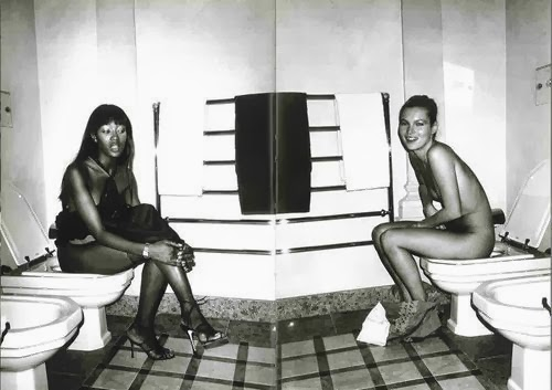kate moss naomi campbell vita- toilette- bagno ufficio- come comportarsi-non si dice piacere-bon ton buone maniere.jpg