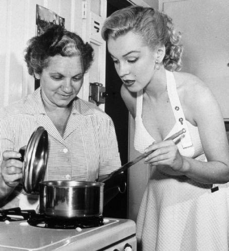 marilyn cucinare cibo ultimo boccone finire piatto- non si dice piacere bon ton buone maniere
