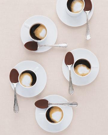 mischiare caffè mescolare - bon ton etichetta- non si dice piacere