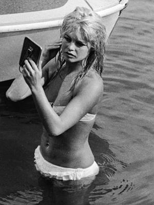 BrigitteBardotStTropez-Buone-maniere-galateo-estate-10-regole-non-si-dice-piacere-bon-ton-spiaggia-mare