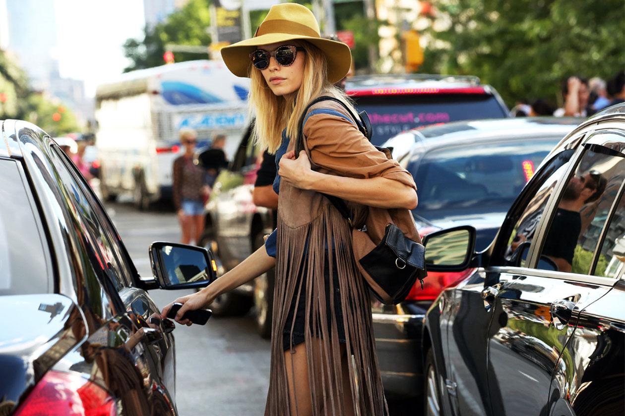 street-style-elena-perminova-giacca-frange_tendenze-estate.righe.frangie-2014-non-si-dice-piacere-blg-bon-ton-buone maniere-galateo
