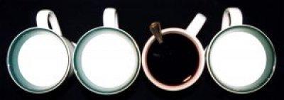 white_cups_milk_uso-usare-puntini-di-sospensione-non-si-dice-piacere-buone-maniere-galateo