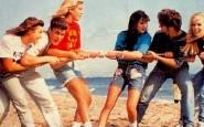 Beverly-Hills-90210-beverly-hills-90210-spiaggia-mode-estate-anni-90-vintage-dimenticata-tendenze-brutta-non-si-dicepiacere-blog-buone-maniere