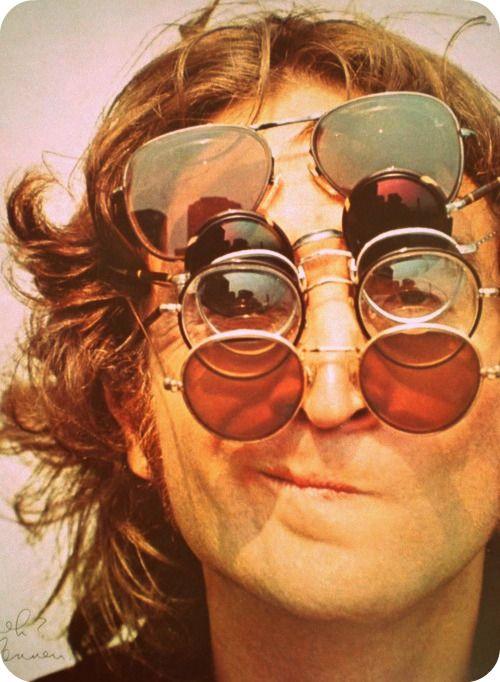 jhon+lennon+occhiali+da+sole+Occhiali+sole+bon+ton +galateo+non+si+dice+piacere+blog
