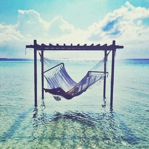 amaca-mare-out-off-office-project-vacanze-estate-ferie-non si-dice-piacere-bon-ton.