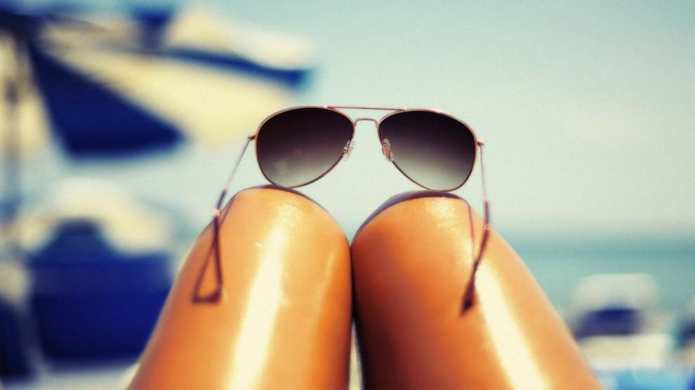 gambe che sembrano wurstel-magro-scheletro-fatkini-curvy-pirelli-non-si-dice-piacere-bon-ton-buone-maniere