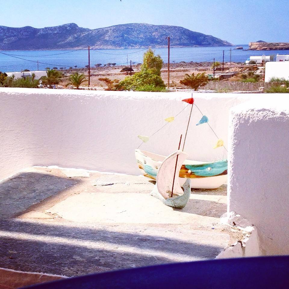 instagram-non-si-dice-piacere-estate-selfie-doccia-bon-ton-buone-maniere-grecia