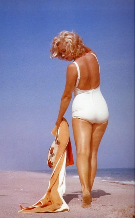 marilyn-monroe-costume-magro-scheletro-fatkini-curvy-pirelli-non-si-dice-piacere-bon-ton-buone-maniere