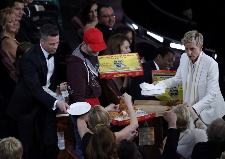 pizza-oscar-magro-scheletro-fatkini-curvy-pirelli-non-si-dice-piacere-bon-ton-buone-maniere