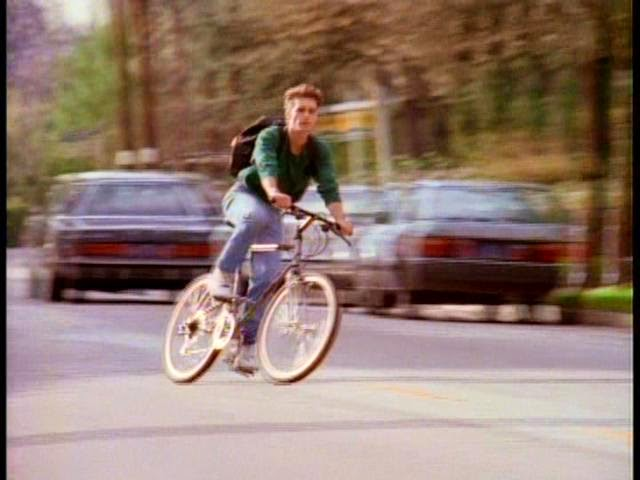 4- brandon- walsh-bici-buoni-propositi-back-to-school-non-si-dice-piacere-bon-ton