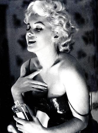 marilyn-monroe-profumi-scivoloni-stile-bon-ton-buone_maniere-ricordi-non-si-dice-piacere-blog
