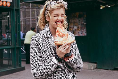 pizza-trancio-finte-vacanze-non-si-dice-piacere-buone-maniere-galateo.