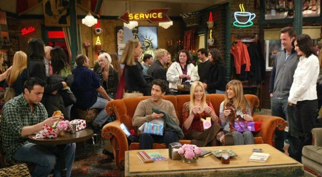 Friends-Central-Perk-Pop-Up-Coffee-Shop-Cafe-SoHo-NYC-bar-buone-maniere-galateo-non-si-dice-piacere-blog-galateo