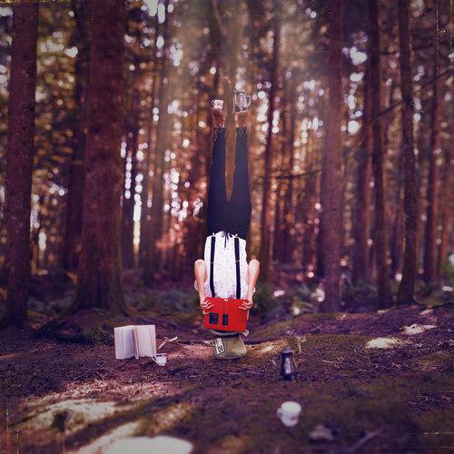 alice-testa-in-giu-autunno-foglie-dormire-cambio-stagione-perchè-blog-non-si-dice-piacere-buone-maniere-galateo