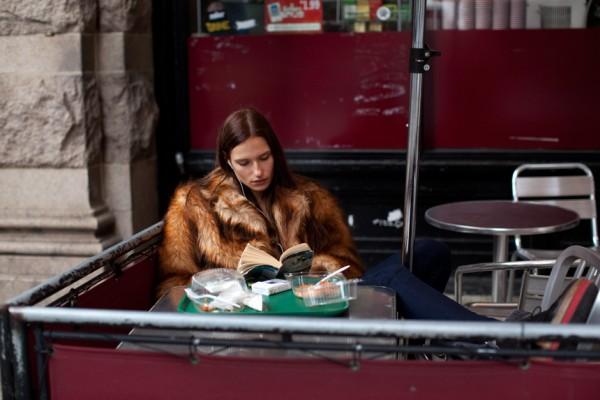 bar -cafe- pelliccia-attese-wainting-non-si-dice-piacere-bon-ton-buon-appetito-galateo