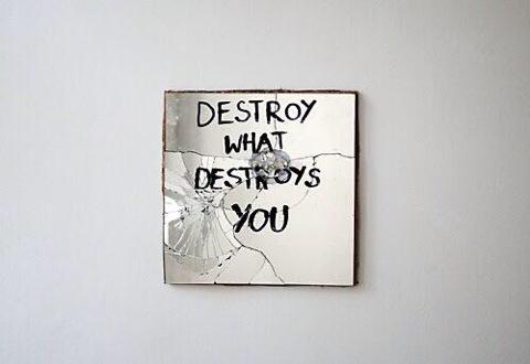 distruggere-cose in-prestito-imprestare-restituire-bon-ton-buone-maniere-galateo-non-si-dice-piacere