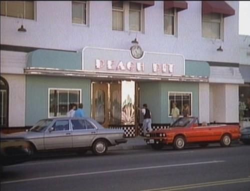 peach-pit-beverly-hills-bar-buone-maniere-galateo-non-si-dice-piacere-blog-galateo
