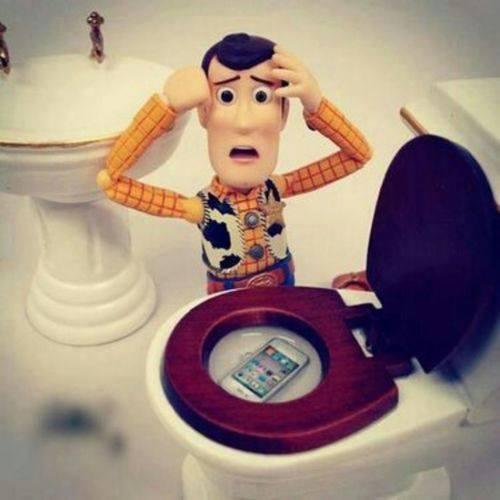 toy-story-telefono-wc-ispirazioni-bagni-pubblici-toilette-buona-educazione-bon-ton-maniere-galateo-non-si-dice-piacere
