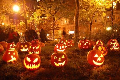 zucche-lumi-halloween-italia-tradizione-giochetto-scherzetto-come-addobbare-casa-non-si-dice-piacere-bon-ton-buone maniere-blog