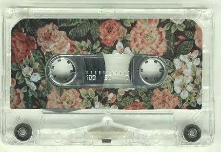music-cassette-musica-sony-walkman-musica-status-symbol-non-si-dice-piacere-bon-ton-buone-maniere-galateo