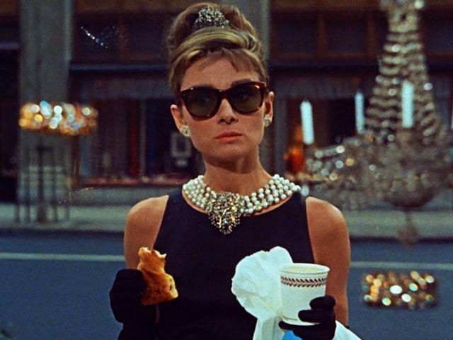 audrey-hepburn-colazione-da-tiffanytutto-contrario-niente-30-anni-stati-d'-animo-non-si-dice-piacere-blog-galateo-bon-ton
