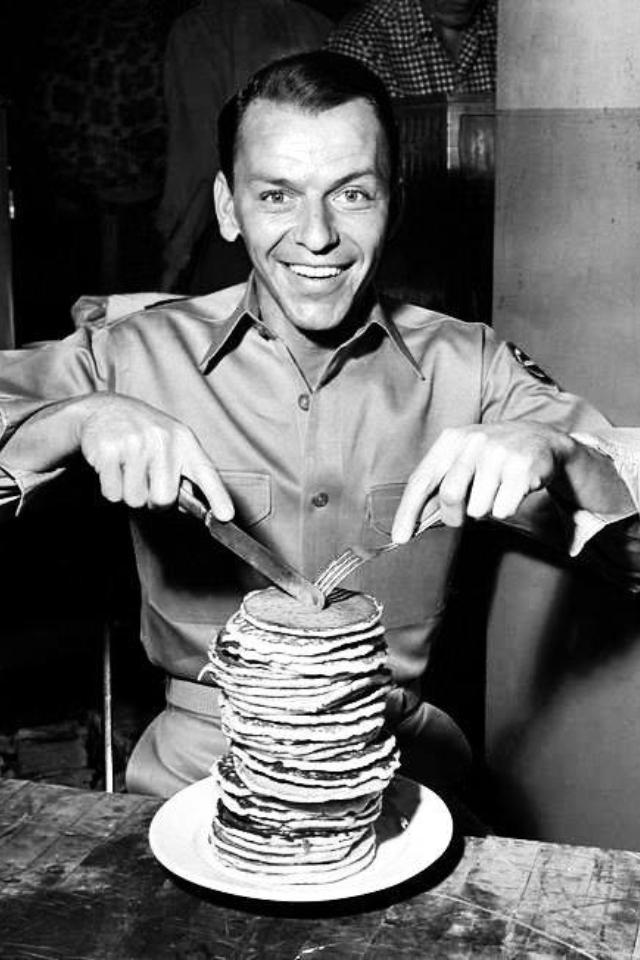 frank-sinatra-buffer-pancake-capodanno-veglione-calendario-buone maniere-galateo-come-compotarsi-veglione-trenini-non-si-dice-piacere