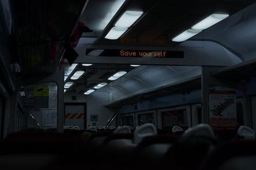 save-yuorself-bon-ton-buone-maniere-pendolari-treno-lavoro-scuola-non-si-dice-piacere-blog