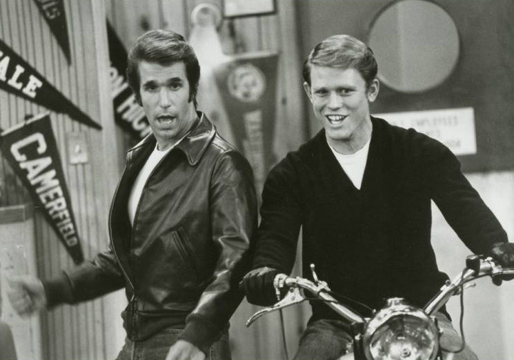 Happy_days_motorcycle_richie_fonzie_1977-snob-eleganza-raffinato-cafoni-maleducati-non-si-dice-piacere-blog-galateo