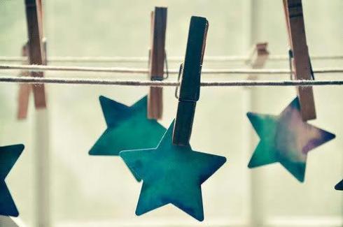 bucato-stendere-tè-cinque-invitare-offrire-servizio-te-bon-ton-buone-maniere-goolp-non-si-dice-piacere-buone-maniere-stelle